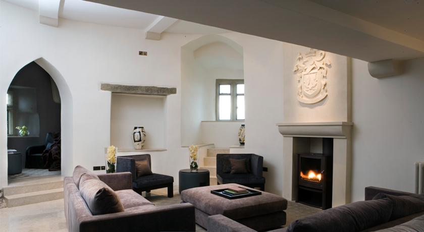 Roch-Castle-Court-Lounge